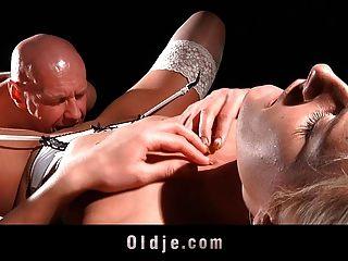 禿頭老混蛋做堅硬一個頑固的金發碧眼的女人