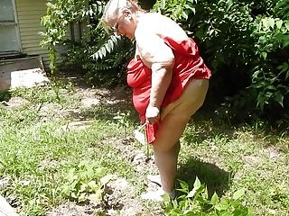 彎曲在花園裡