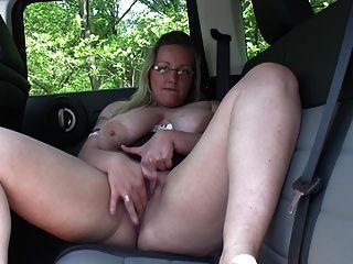 手淫在車裡