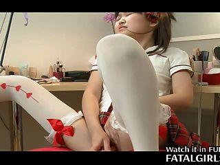 日本可愛的女孩玩與貓