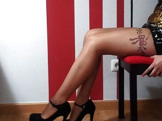 熱的性感的女孩完善的腿在高跟鞋戀物癖