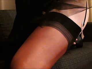 cumming在黑緞禮服