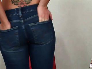 你能幫助我脫掉這些超緊的緊身牛仔褲