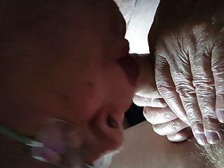 爺爺吸一個年輕的公雞
