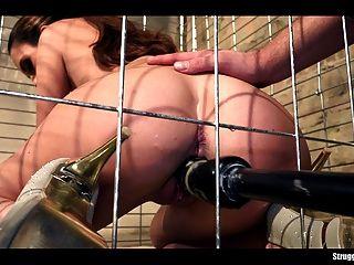 lola wan無奈在籠子裡綁著假陽具和vibed