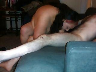 愚蠢的妓女吸一個瘦的白人