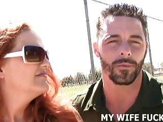 看著你妻子被他媽的由一個大cocked pornstar