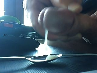 用勺子吃我的精子