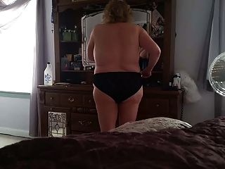 bbw毛茸茸的貓,大山雀,黑色性感內褲上脂肪的屁股