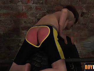 lyle在屁股拍打和鞭打之後撫摸他未切割的雞巴