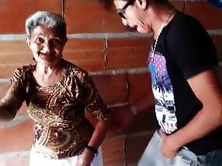 跳舞老婆婆婆