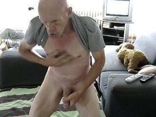 str8禿頭爸爸在客廳玩