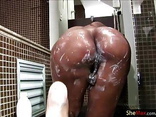 拉提納人妖與bigtits squirts在她的shecock的酸奶