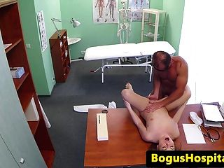 俄羅斯旅遊pussyfucked由醫生dick