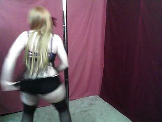 蒙面紅發舞蹈(非裸體)