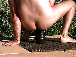 拳擊和舒展屁股在水池