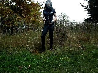 sandralein33吸煙警察女人黑色緊身褲戶外