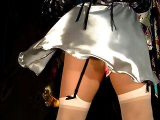 銀色緞面裙子