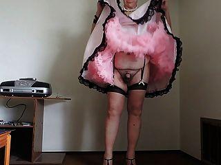 桃紅色娘兒的禮服和桃紅色襯裙第2部分的sissy光芒