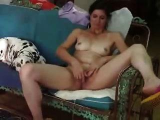 我的捲發成熟的妻子喜歡炫耀赤裸裸