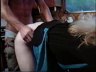 葡萄酒蕩婦採取它從後面