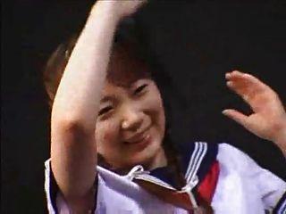 日語jk鞭打然後親吻她的老師