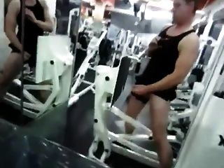 masturbandose en el健身房
