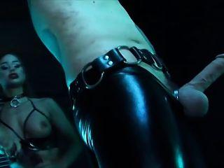 完美的鞭子xxx色情影片女性乳膠束縛
