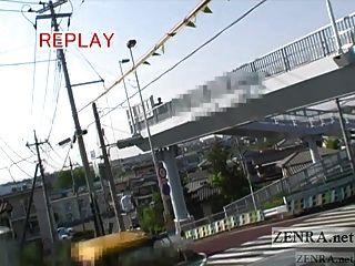 字幕豐滿的日本公共裸體主義者去散步