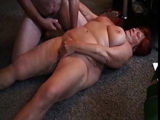 丈夫手淫妻子與假陽具和性高潮