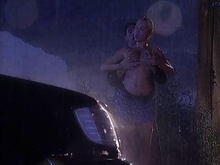 沙拉铁他妈的在雨中