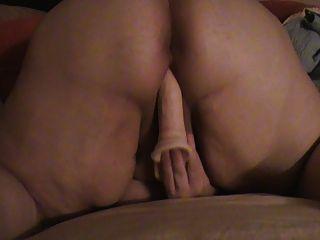 老婆和空气中的屁股一起玩玩具。