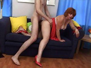 非常热的红头发荡妇成熟他妈的年轻人