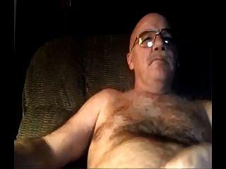 银毛茸茸的爸爸看着色情和暨在他的肚子