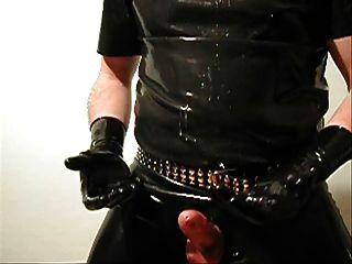暨在短黑色乳胶手套