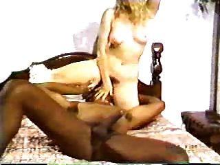她的第一个黑人的金发他妈