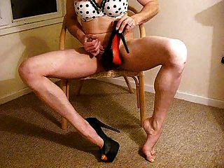 脚跟和假阳具他妈的tranny