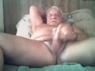 角质的爷爷在床上