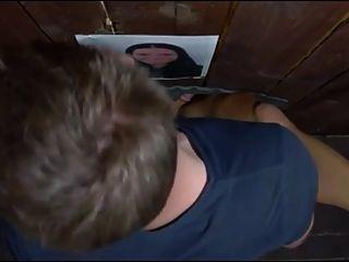 女孩在他妈的箱子微小的黑色小山雀用户切