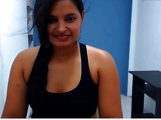 印度女孩显示她的性感大屁股