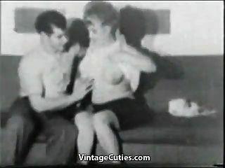 年轻人(1950年代复古)的肥胖的米尔夫