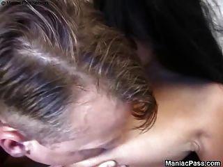 丰满怀孕的女士喜欢性爱