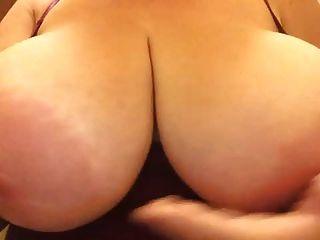巨大的胸部和乳晕