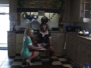 护士夫人再次在厨房里挑选当归