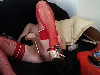 面具中的奴隶女郎和红色连裤袜