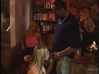 金发米尔有她的unt子,被黑人砸了一大口