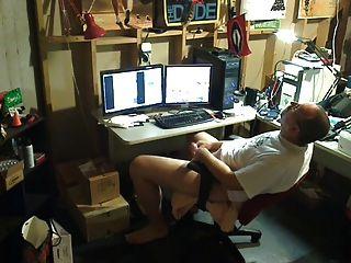 str8爸爸在地下室玩耍