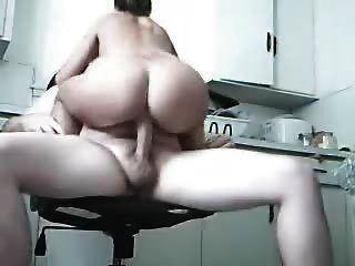 amatuers他妈的在厨房里
