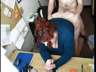 bbw红发他妈的在她的书桌