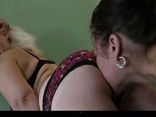 窒息的女同性恋奴隶